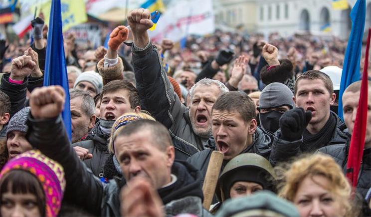 Проезд на улице Грушевского перед Радой заблокирован активистами