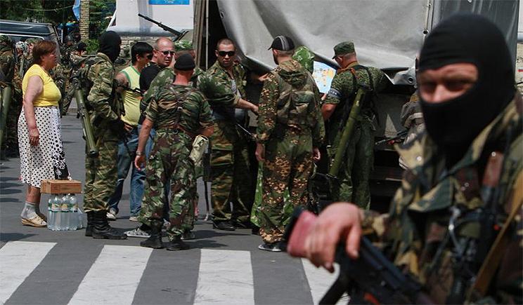 Большая колона боевиков вошла в Донецк