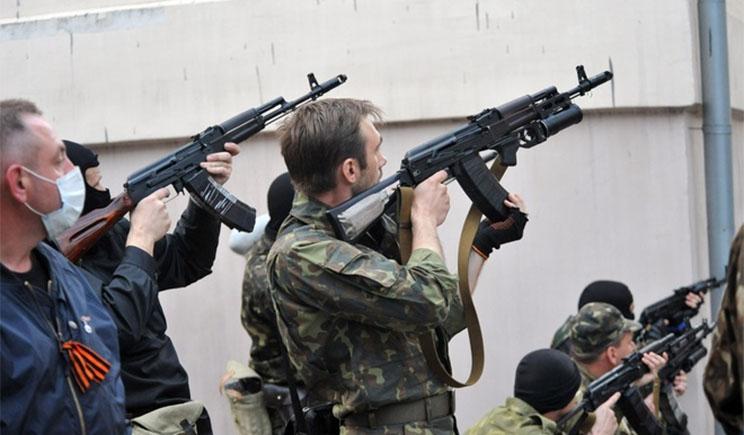 Голодные террористы захватывают продукты для луганчан прямо на блокпостах