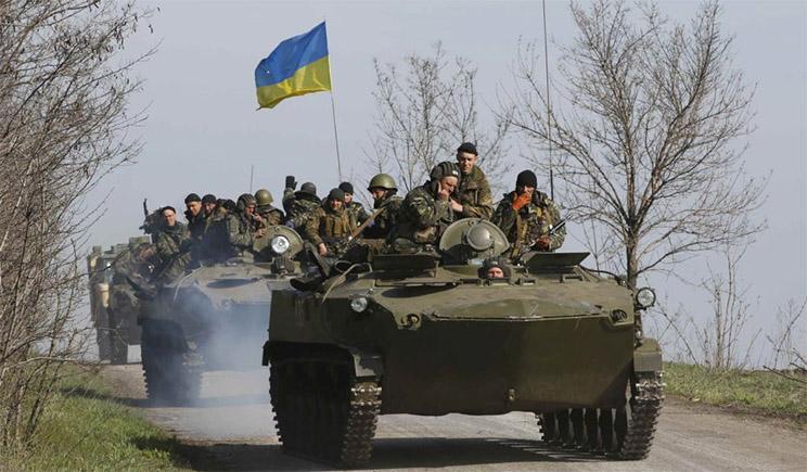 Большая колонна украинской бронетехники движется на Донецк
