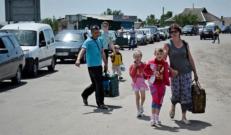 Министерский чиновник грубо обругал протестующих переселенцев с Донбасса
