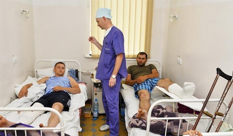 Харьковские студенты медуниверситета круглосуточно ухаживают за ранеными
