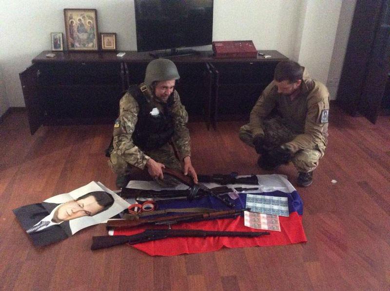 Семья Януковича рассчитывается с сепаратистами фальшивыми деньгами