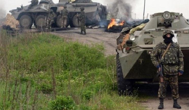 Пункт пропуска Мариновка атакуют танки, БТРы и большое количество боевиков