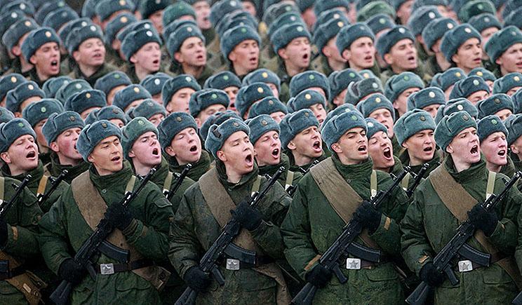 Мнение о высокой боеспособности российской армии сильно преувеличено — политтехнолог