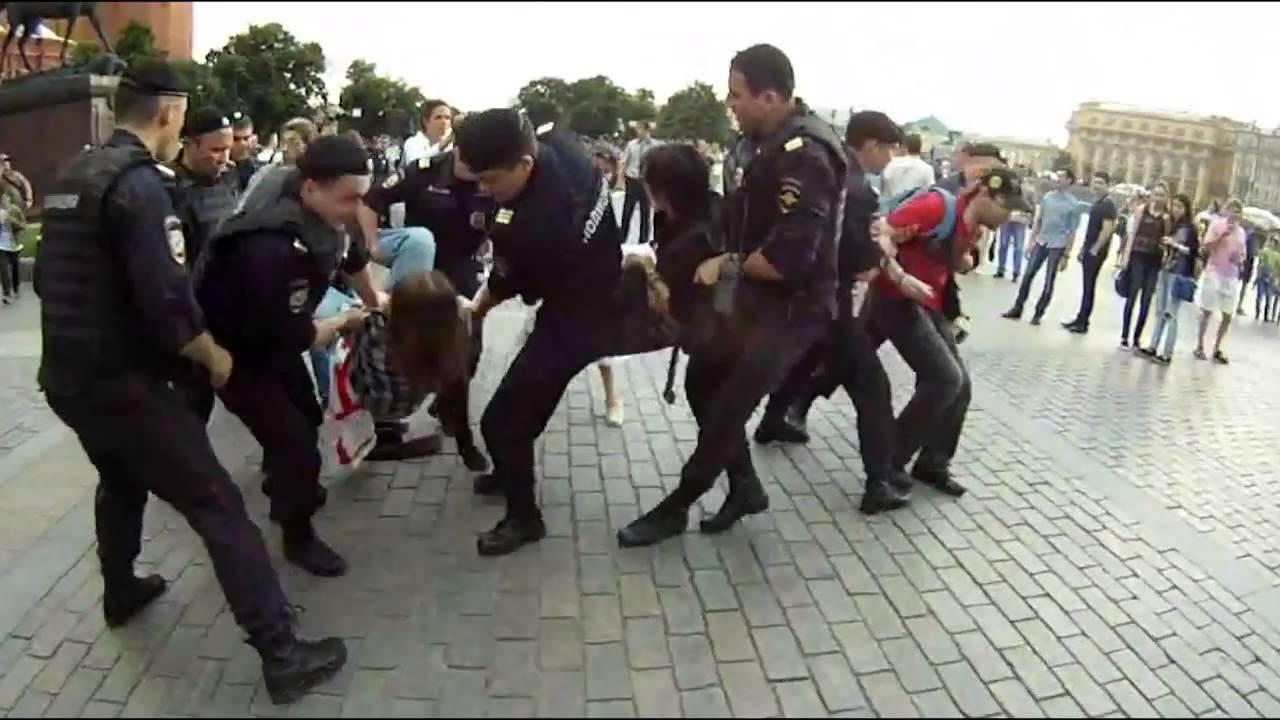 Под Кремлем воспевали главу РФ (ВИДЕО)