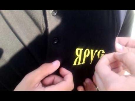 """""""Такая хорошая футболка, а ты ее такой надписью испортил"""", – вежливые белорусы обратились к парню, с надписью на футболке """"Я русский"""""""