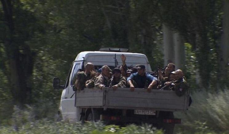 Террористы бегут из донецка маскируясь под мирное население