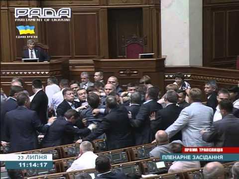 В Раде снова мордобой, из зала выгнали регионала Левченко ВИДЕО