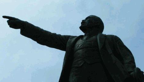 В Днепропетровской области пал еще один памятник Ленину Видео