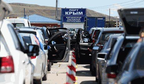 Очереди на паром в Крыму достигла 15 километров
