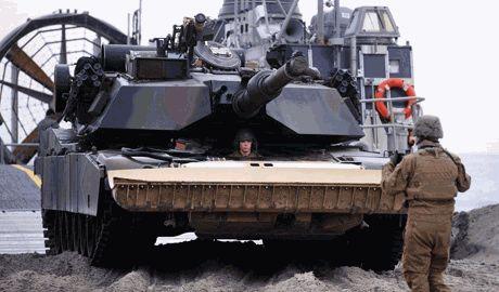 США начали переброску военной техники к границам России