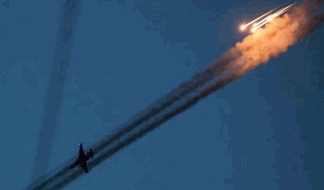 В Донецке после того, как в небе были замечены самолеты, прозвучало два мощных взрыва.