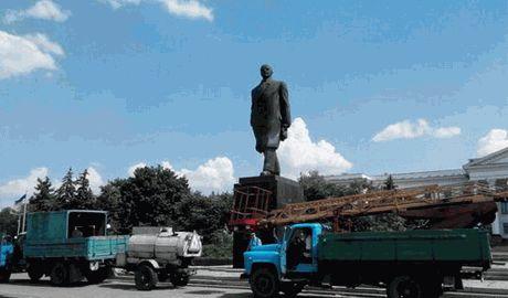В Краматорске снимаю памятник Ленину ФОТО