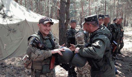 Бойцы 79-й бригады встретили с роддома жену с ребенком, погибшего товарища
