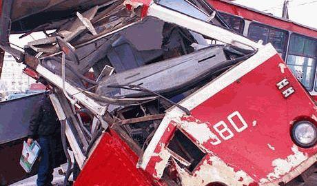 В Краснодоне террористы протаранили троллейбус, убив водителя, — очевидцы