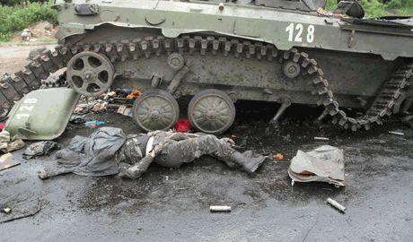 Террористы ДНР бросают трупы своих боевых товарищей, считая их мусором