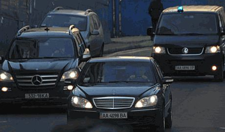 РФ расширяет санкции, чиновники  будут ездить на Lada, вместо mercedes s – класса?
