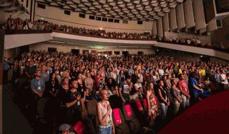 В Харькове во время показа фильма «Майдан» , неизвестные бросили в помещение «коктейль Молотова»