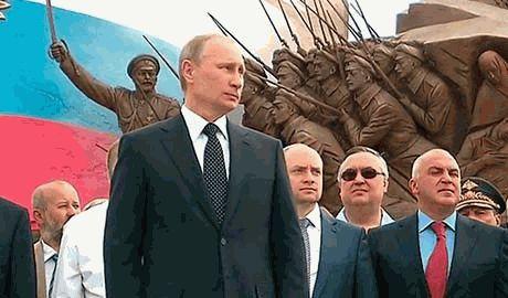 Птица пометила Путина во время выступления, в честь открытия памятника героям Первой мировой войны ВИДЕО