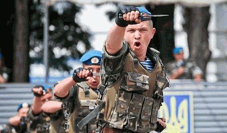 Украинские десантники с 95-й аэромобильной бригады взяли город Ясиноватая, — Петр Порошенко