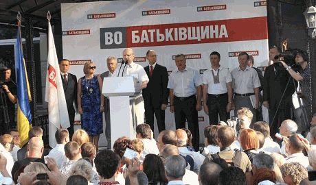 """Из """"Батькивщины"""" исключили 700 депутатов"""