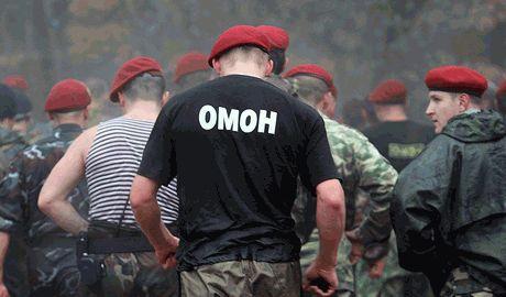 """Гуманитарный конвой Путина охраняет """"Омон"""" ФОТО"""