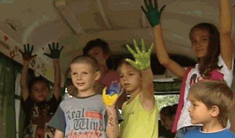 Дети одного из детских домов Киевской области собрали средства на бронежилеты украинским военным в зону АТО