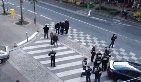 Неизвестные люди, вооруженные автоматами калашникова, ограбили в пригороде Парижа  монарха Саудовской Аравии