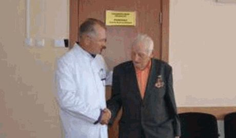 Невероятные украинцы, 92-летний житель Днепропетровска отдал всю пенсию на бронежилеты для ребят, принимающих участие в АТО