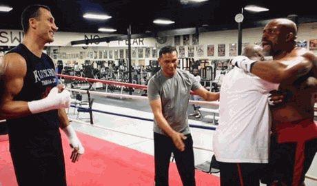 Американский боксер пытавшийся спровоцировать Владимира Кличко на драку , оказался в больнице