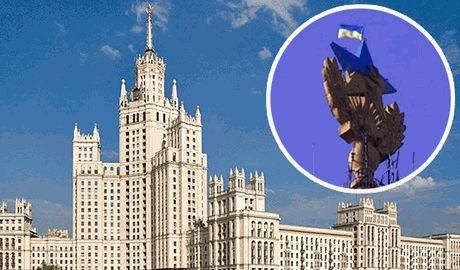Полиция Москвы доложила о задержании человека, что вывесил украинский флаг на сталинской высотке