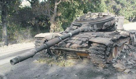 С 6 танков террористов, пытавшихся прорвать оборону ВСУ: 2 уничтожено, 2 сдались, а два отступило
