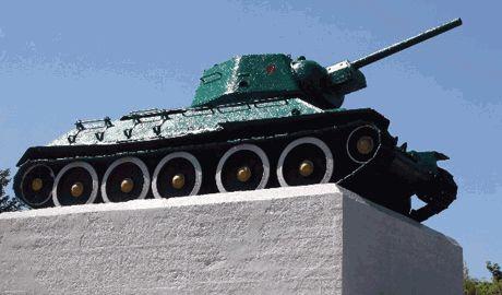 Полякам предлагают перекрасти все советские танки-памятники в желто-голубые цвета