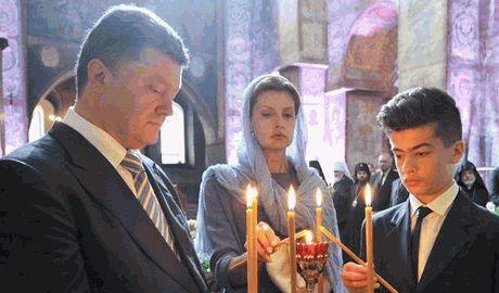 Во время молебна за Украину, потерял сознание сын Петра Порошенко Видео