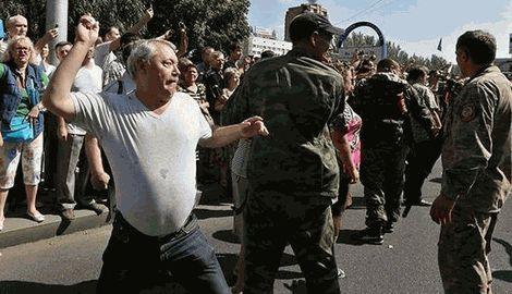 """Лаврову понравился """"парад"""" военнопленных в Донецке"""