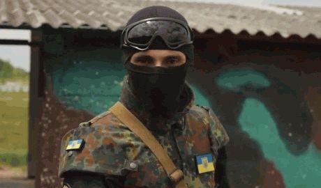 """Боец батальона """"Донбасс"""" обещавший брить чеченских наемников, открыл свое лицо. 18+ ВИДЕО"""