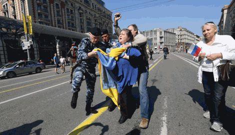 Участников акции в поддержку Украины в Петербурге избили