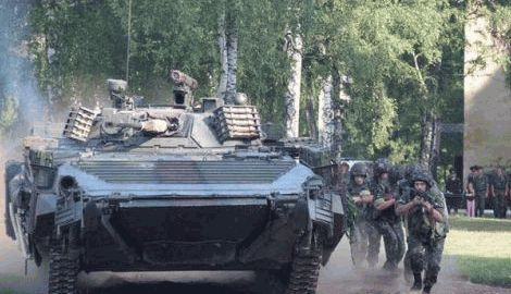 Два важко поранених офіцера-зенітника підірвали себе разом з 12 російськими десантниками