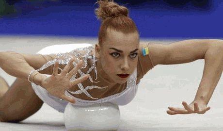 Чемпионка мира по художественной гимнастике продает золотую медаль, для помощи вооруженным силам Украины