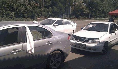Боевики обстреляли колонну беженцев, люди сгорели прямо в автомобилях