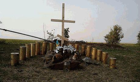 Украинские десантники установили импровизированный памятник в память о погибших товарищах