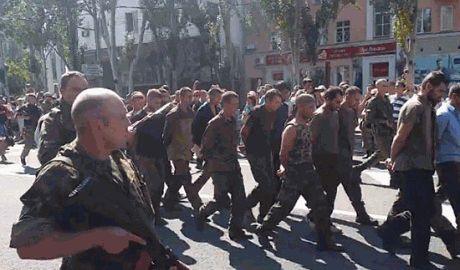 """В сети появился список военнослужащих которых террористы вели во время """"марша военнопленных"""""""