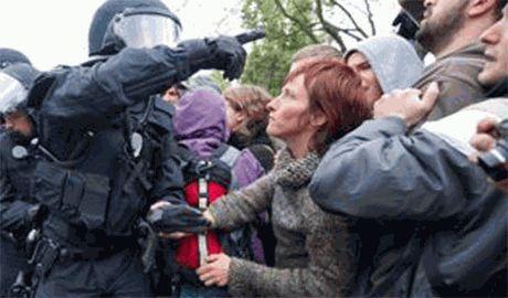 В Москве разогнали мирный митинг против ввода войск РФ в Украину