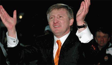 Ахметов, по примеру Путина, решил отправить «гуманитарку» на Донбасс