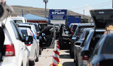 Из-за многочасового ожидания парома, в очереди на переправу в Керчи умер россиянин