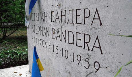 Неизвестные вандалы взорвали могилу Степана Бандеры в Мюнхене