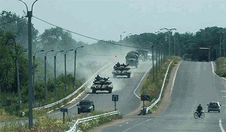 """Очередная """"гуманитарка"""" по российски! В Украину с территории РФ идет колонна из 100 танков"""