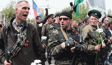 Террористы снимают свои флаги и бегут из Луганска – СНБО