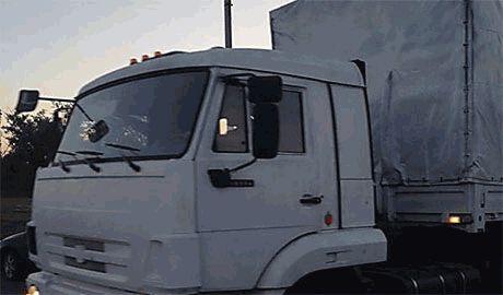 Первый КамАЗ российского «гуманитарного конвоя» въехал на территорию Украины, – журналист «The New York Times»
